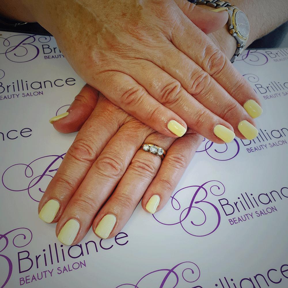 manicure/hands with lemon gel nails