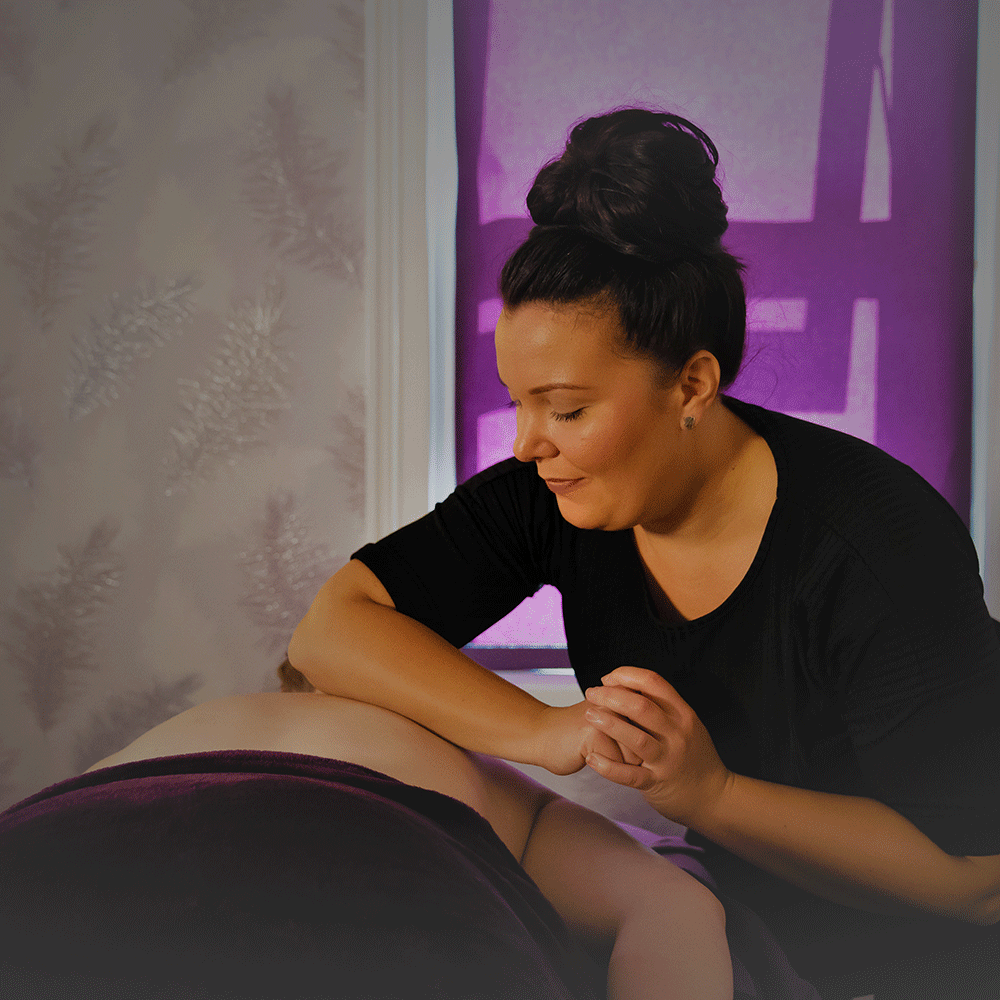 picture of katie massaging a client's back
